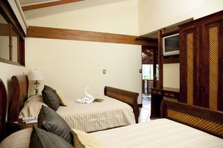 http://photos.hotelbeds.com/giata/13/132718/132718a_hb_ro_008.jpg