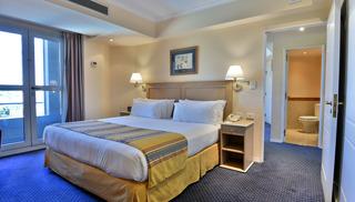 http://photos.hotelbeds.com/giata/13/133199/133199a_hb_ro_001.jpg
