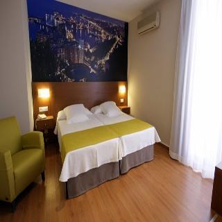 http://photos.hotelbeds.com/giata/13/134462/134462a_hb_ro_006.jpg