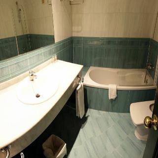http://photos.hotelbeds.com/giata/13/134462/134462a_hb_ro_008.jpg