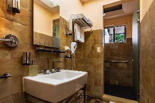 http://photos.hotelbeds.com/giata/13/135149/135149a_hb_ro_090.jpg