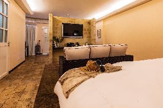 http://photos.hotelbeds.com/giata/13/135149/135149a_hb_ro_110.jpg
