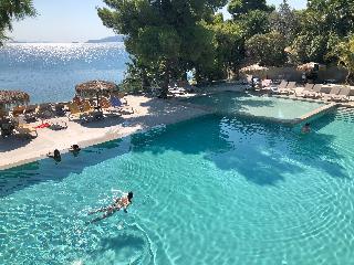 http://photos.hotelbeds.com/giata/13/137315/137315a_hb_ro_047.jpg