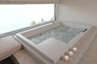 http://photos.hotelbeds.com/giata/13/137315/137315a_hb_ro_070.JPG