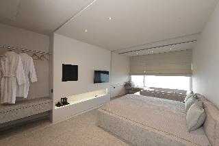 http://photos.hotelbeds.com/giata/13/137315/137315a_hb_ro_071.JPG