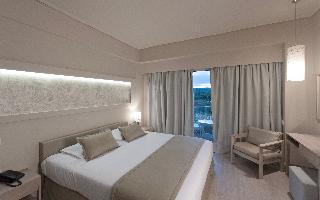 http://photos.hotelbeds.com/giata/13/137315/137315a_hb_ro_083.jpg