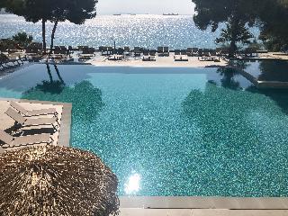 http://photos.hotelbeds.com/giata/13/137315/137315a_hb_ro_089.jpg