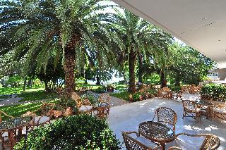 http://photos.hotelbeds.com/giata/13/137315/137315a_hb_ro_091.JPG