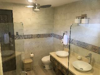 http://photos.hotelbeds.com/giata/13/139552/139552a_hb_ro_060.JPG