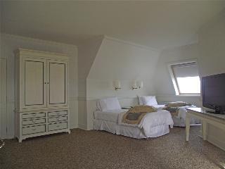 http://photos.hotelbeds.com/giata/13/139994/139994a_hb_ro_010.jpg