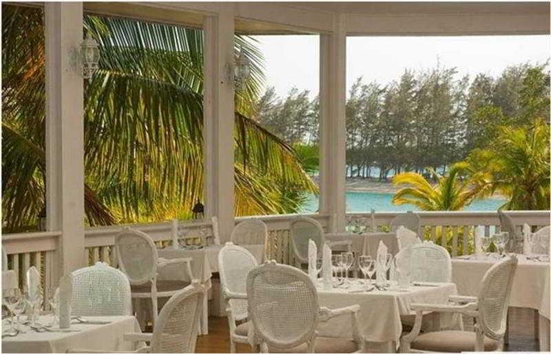 Fantasy Island Dive Resort - Restaurant