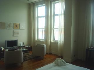 http://photos.hotelbeds.com/giata/14/142059/142059a_hb_ro_017.JPG
