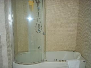 http://photos.hotelbeds.com/giata/14/142059/142059a_hb_ro_018.JPG