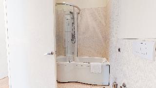 http://photos.hotelbeds.com/giata/14/142059/142059a_hb_ro_046.jpg