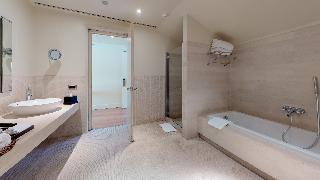 http://photos.hotelbeds.com/giata/14/142059/142059a_hb_ro_052.jpg