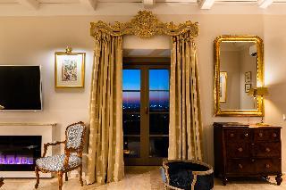 http://photos.hotelbeds.com/giata/14/147729/147729a_hb_ro_188.jpg