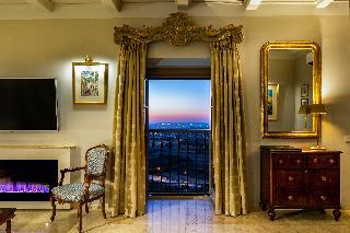 http://photos.hotelbeds.com/giata/14/147729/147729a_hb_ro_193.jpg