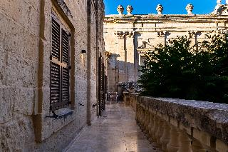 http://photos.hotelbeds.com/giata/14/147729/147729a_hb_ro_196.jpg
