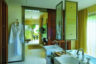 http://photos.hotelbeds.com/giata/14/148348/148348a_hb_ro_011.jpg