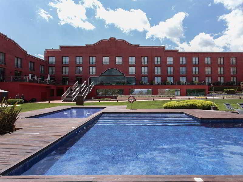Hotel barcelona golf martorell barcelona for Piscina martorell