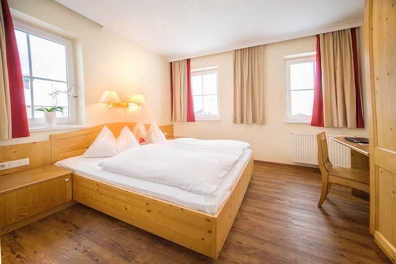 Jagdhof Und Nebenhaus - Zimmer