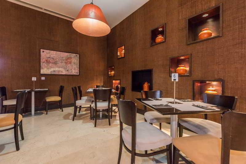 Hotel Mercader (Ex-H2 Mercader) 1