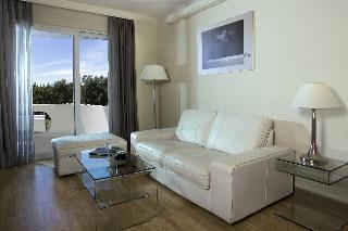 http://photos.hotelbeds.com/giata/17/173508/173508a_hb_ro_061.jpg