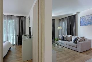 http://photos.hotelbeds.com/giata/17/173508/173508a_hb_ro_064.JPG