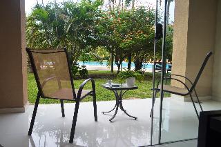 http://photos.hotelbeds.com/giata/18/182609/182609a_hb_ro_034.JPG