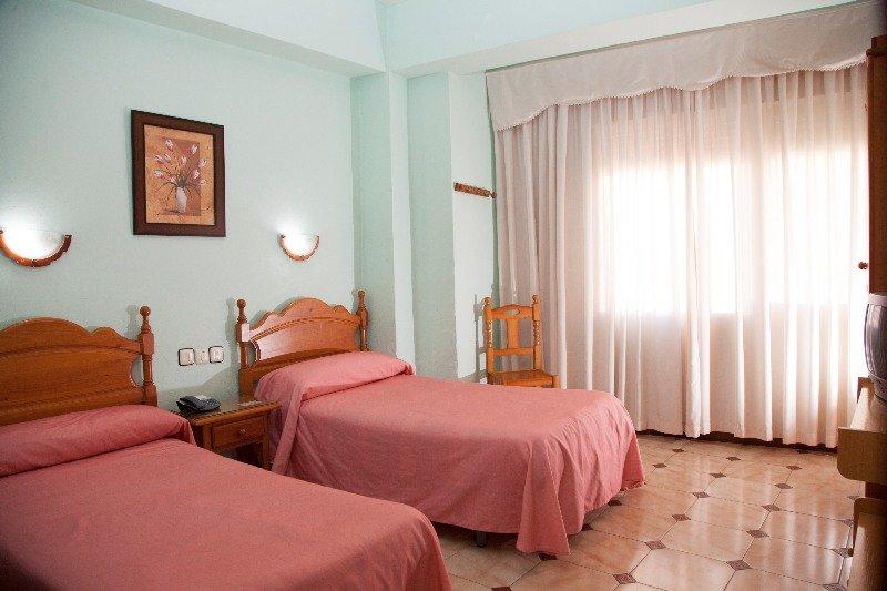 Hotel hostal paris la linea de la concepcion cadiz for Hostal paris tripadvisor