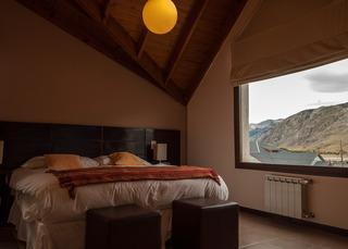 http://photos.hotelbeds.com/giata/18/185572/185572a_hb_ro_004.jpg