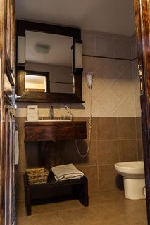 http://photos.hotelbeds.com/giata/18/185572/185572a_hb_ro_009.jpg