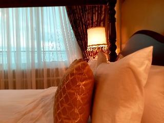 http://photos.hotelbeds.com/giata/18/189822/189822a_hb_ro_103.jpg