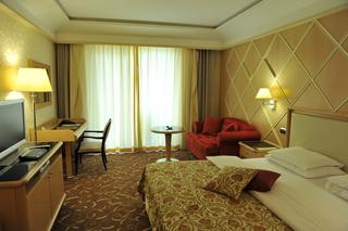 http://photos.hotelbeds.com/giata/19/196986/196986a_hb_ro_016.jpg