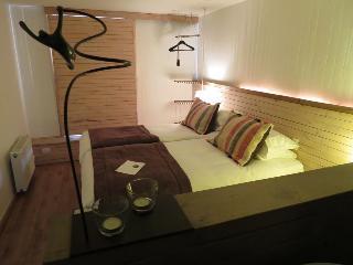 http://photos.hotelbeds.com/giata/19/199179/199179a_hb_ro_012.jpg