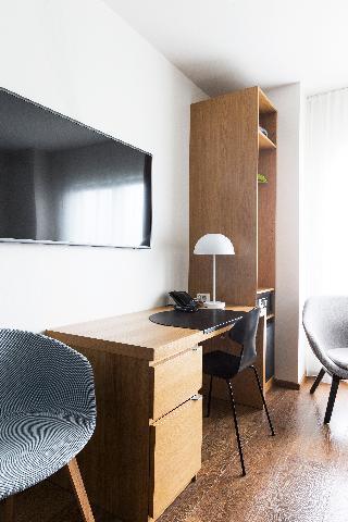 http://photos.hotelbeds.com/giata/21/214922/214922a_hb_ro_006.jpg