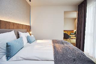 http://photos.hotelbeds.com/giata/21/214922/214922a_hb_ro_083.jpg