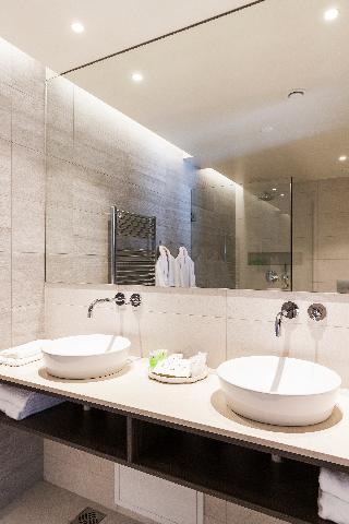 http://photos.hotelbeds.com/giata/21/214922/214922a_hb_ro_108.jpg