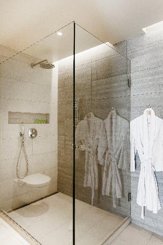 http://photos.hotelbeds.com/giata/21/214922/214922a_hb_ro_111.jpg