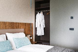 http://photos.hotelbeds.com/giata/21/214922/214922a_hb_ro_130.jpg