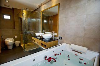 http://photos.hotelbeds.com/giata/25/256325/256325a_hb_ro_043.jpg