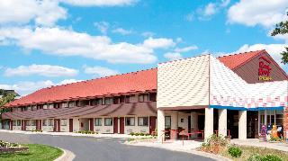 Hotels in Ann Arbor - MI: Red Roof PLUS + Ann Arbor - U of Michigan North