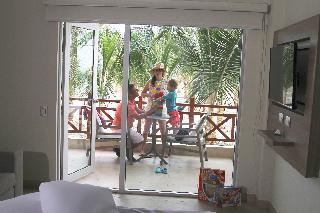 http://photos.hotelbeds.com/giata/37/376799/376799a_hb_ro_008.jpg