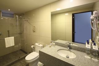 http://photos.hotelbeds.com/giata/37/376799/376799a_hb_ro_014.jpg