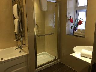http://photos.hotelbeds.com/giata/38/380397/380397a_hb_ro_015.JPG