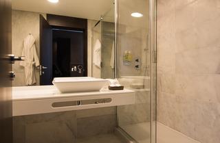 http://photos.hotelbeds.com/giata/41/410764/410764a_hb_ro_006.jpg