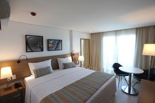 http://photos.hotelbeds.com/giata/42/427518/427518a_hb_ro_073.jpg