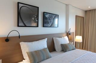 http://photos.hotelbeds.com/giata/42/427518/427518a_hb_ro_075.jpg