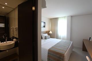 http://photos.hotelbeds.com/giata/42/427518/427518a_hb_ro_085.jpg