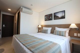 http://photos.hotelbeds.com/giata/42/427518/427518a_hb_ro_094.jpg